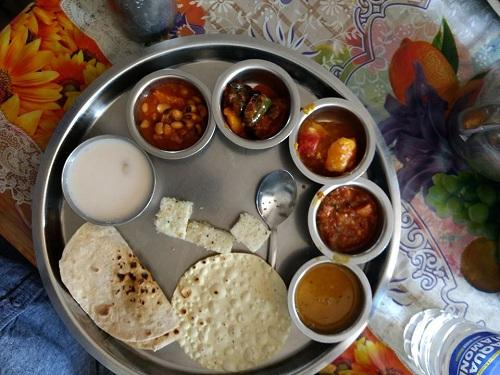 Gujrati thali - গুজরাটি থালি