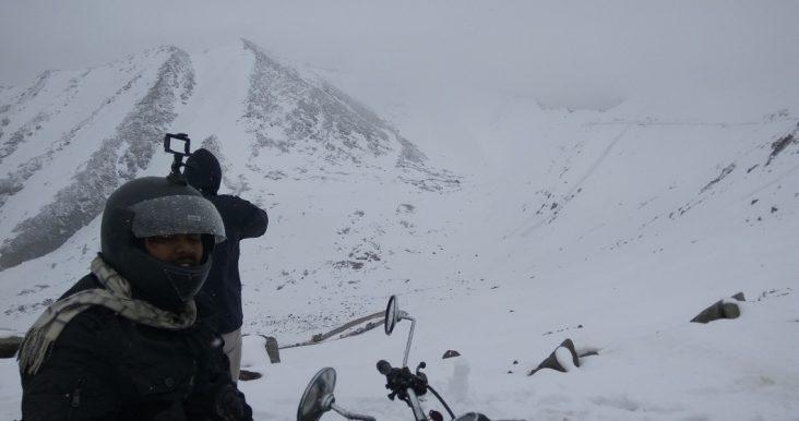 Snow storm stuck at khardungla india